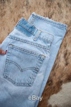 Vintage Levi's jeans, Womens 27 28 Waist Levis 555 jeans, 90s Grunge high waisted jeans, Boho Distressed Levi Boyfriend jeans, Mom Jeans